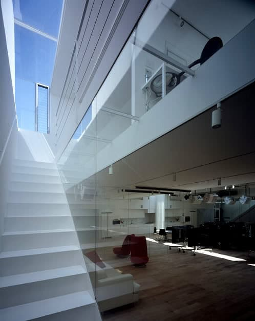escalera con luz cenital