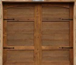 fotoplano de puerta garaje de madera