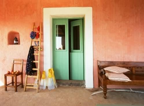 entrada casa con varios colores