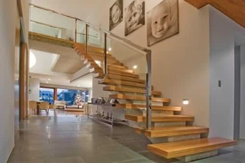 Casa amalfi vivienda de lujo con original escalera for Escaleras de casas de lujo