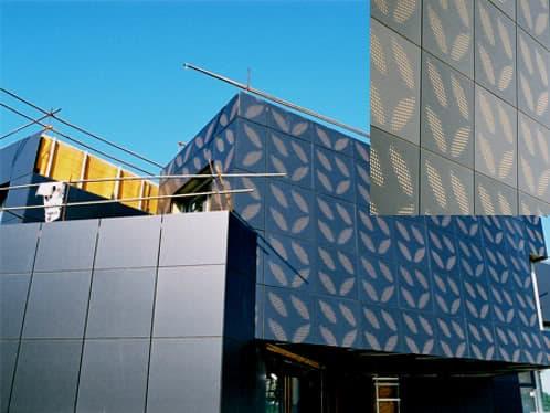 montaje fachada con paneles composite fresados