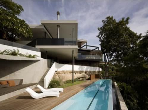 casa lujo con piscina desbordante