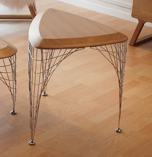 mesa-grid_table de madera y patas en malla metálica