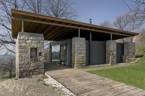 casa aprovechando muros de piedra de una granja