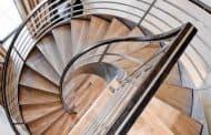 Escalera helicoidal de acero y madera