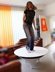 bailando-encima-mesa-sonido acoustable