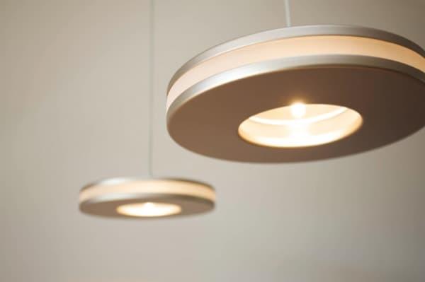 lampara-colgante-aluminio-resina