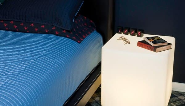 KVAD-mesa-auxiliar-con-LED-interior