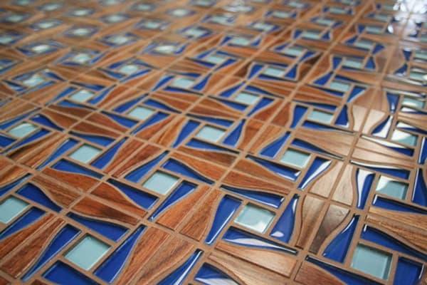 Azulejos con madera maciza