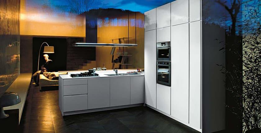 Orange muebles de cocina con acabados en vidrio for Muebles de cocina italianos
