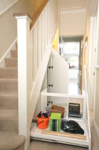 Aprovechando espacio bajo escalera con cajones y escritorio for Soluciones bajo escalera