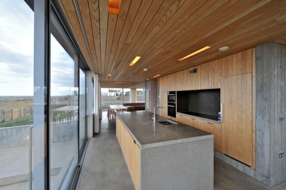 Dune house casa con tejados inclinados negros y fachadas - Casas de madera y hormigon ...