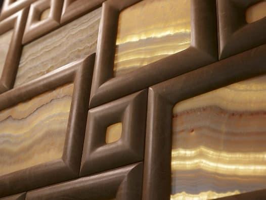Paneles decorativos con piedra y relieves tapizado en piel - Paneles decorativos de piedra ...