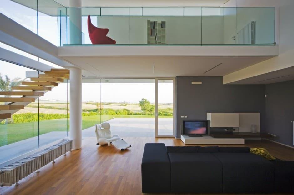 Villa t casa con espacio a doble altura y fachada acristalada for Home decorators altura
