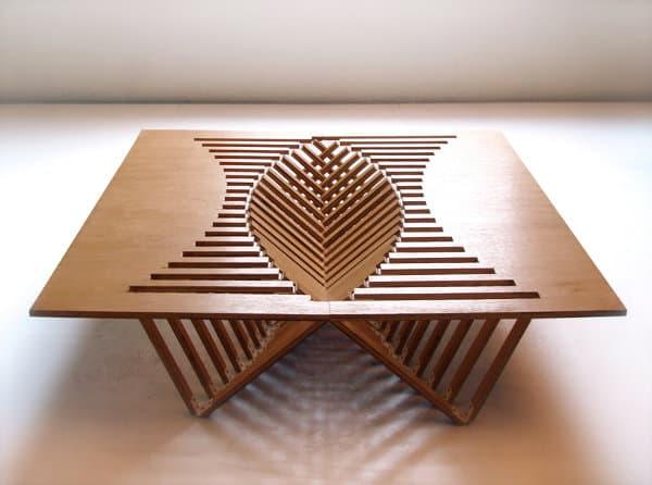Mesa rising a partir de un tablero de madera que se pliega for Diseno de mesa plegable