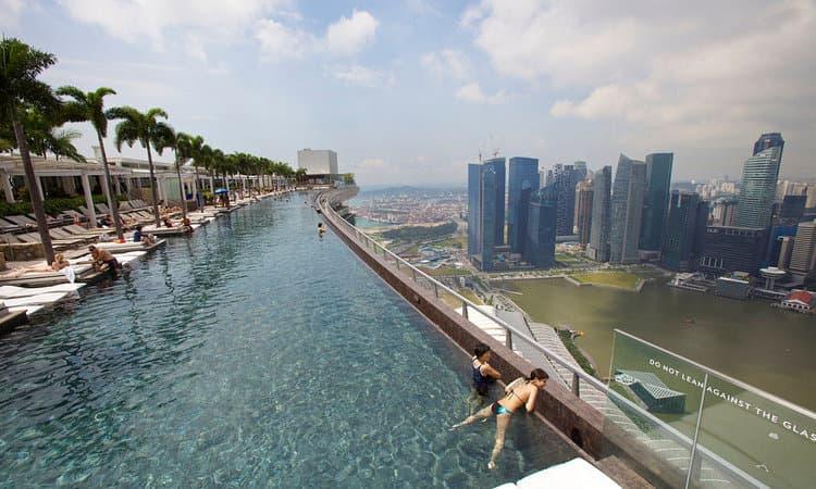 Construyendo la piscina del skypark mbs arquigeek - Ingresso piscina marina bay sands ...
