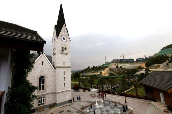 entorno de la iglesia-copia-Hallstatt-en-China