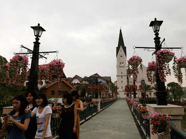 copia-Hallstatt-en-China-con puente hacia la iglesiacopia-Hallstatt-en-China-con puente hacia la iglesia