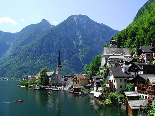vista-desde-el-lago-en-Hallstatt-Austria