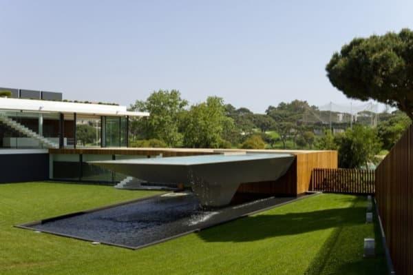 Casa-Vale-do-Lobo-piscina-desbordante