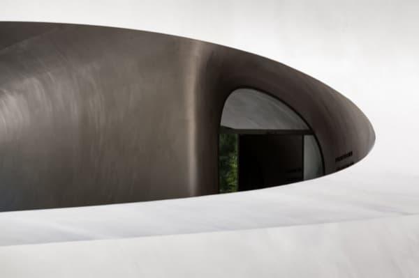 Pabellon-Porsche-Autostadt con revestimiento de acero inoxidable mate