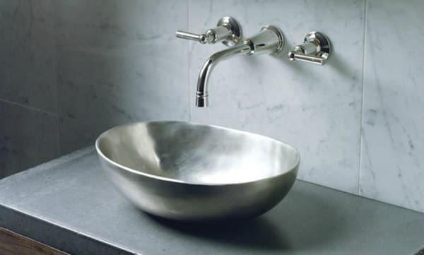 Obidos: lavabo de bronce