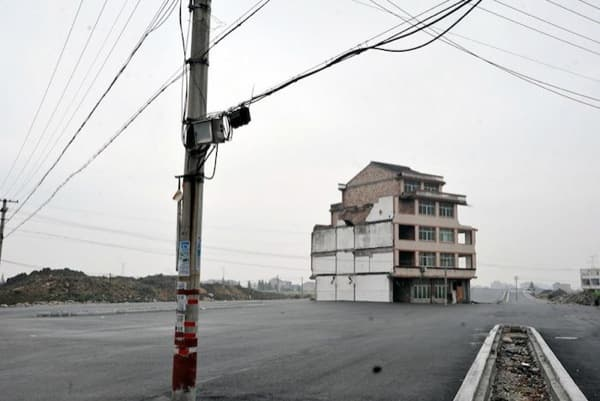 casa_clavo-en-carretera-China