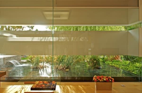 sala con fachada flotando en Casa LH