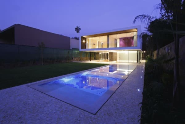 Casa Casuarinas-vivienda lujo en Lima-de noche