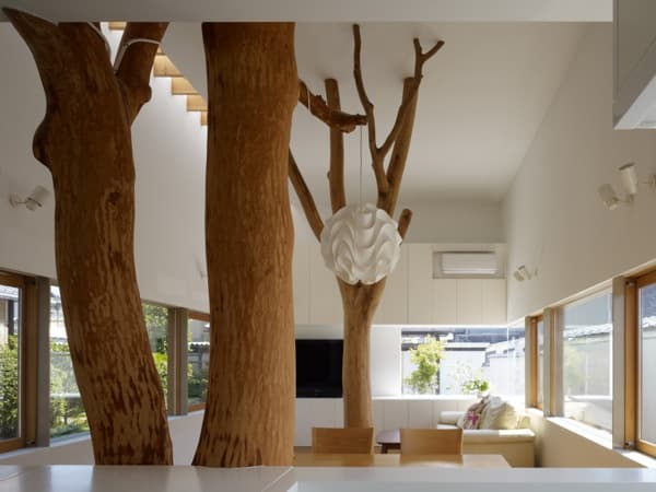 Graden tree house moderna casa japonesa con 2 rboles dentro for Arboles para interior casa