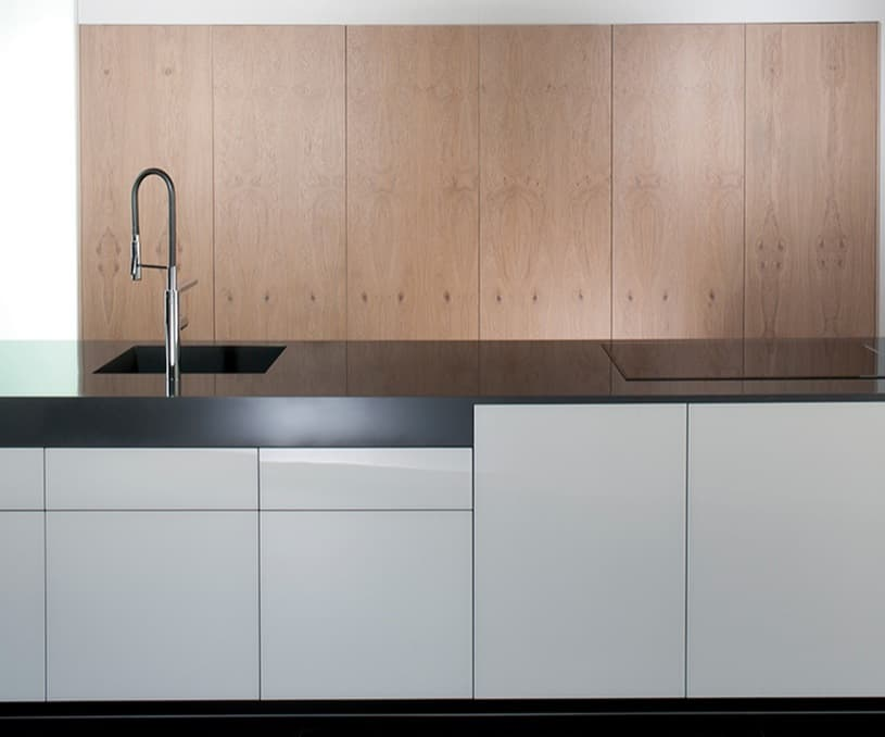 Aero glass cocinas con grandes armarios que lo ocultan todo - Puertas armarios cocina ...