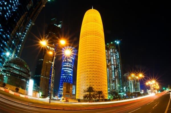 torre-Burj-Doha-de-noche