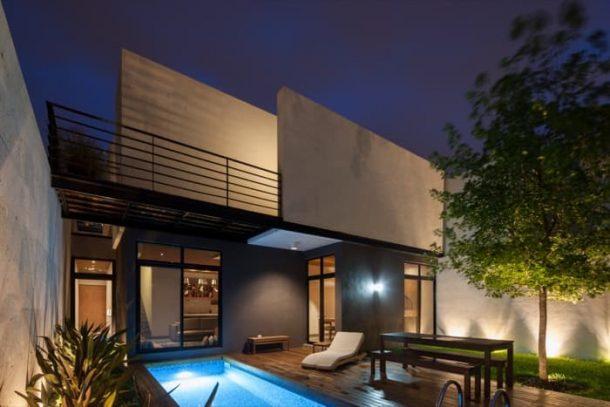 Ming-House-casa-adosada-fachada-trasera-noche