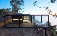 Till House: casa de madera en un acantilado