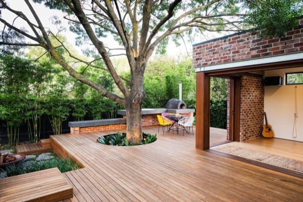 Patio Trasero Con Piscina Y Barbacoa En Una Casa De Melbourne