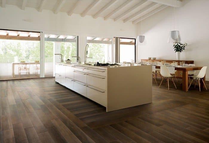 Life madera en baldosas cer micas arquigeek - Suelo madera cocina ...