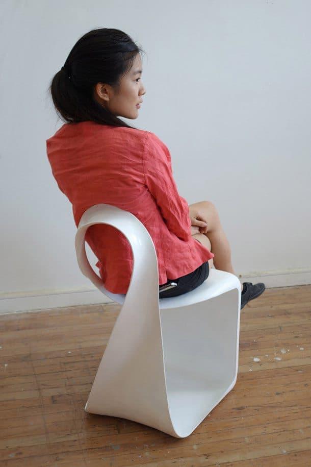 Silla-Mobius-modelo-sentada