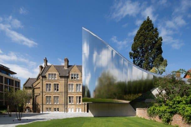 Edificio-Investcorp-fachada-espejo