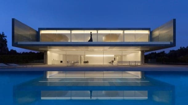 fachada vivienda minimalista Aluminum House