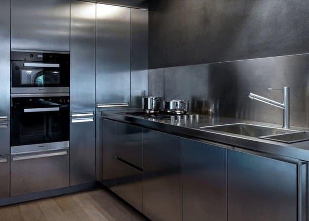 Cocina en acero inoxidable dise ada por buratti architects - Plancha de acero inoxidable para cocina ...