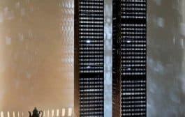 Lámparas de piso que recuerdan a las Torres Gemelas