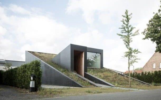 PIBO House: vivienda compacta con cubiertas verdes
