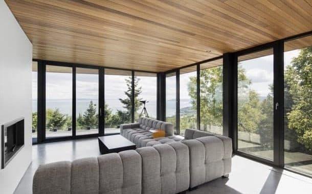 Altair House: vivienda unifamiliar con techo de madera