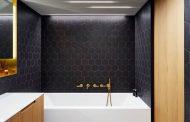 Cuarto de baño en negro y dorado