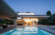 Residencia VDB: moderna arquitectura en hormigón, acero, y vidrio